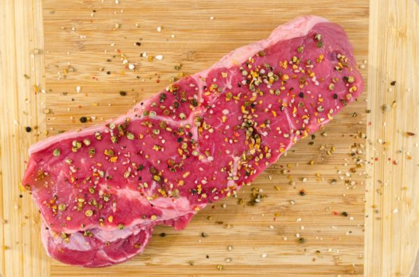 bbq-beef-chopping-board-close-up-618773